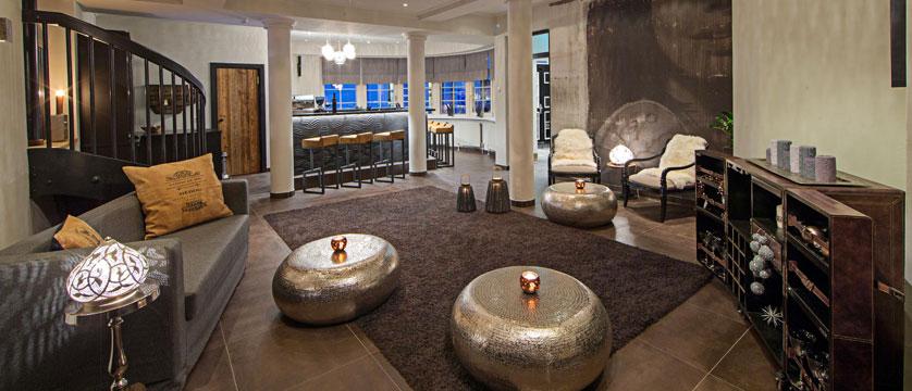 Hotel Heitzmann, Zell am See, Austria - Bar area.jpg